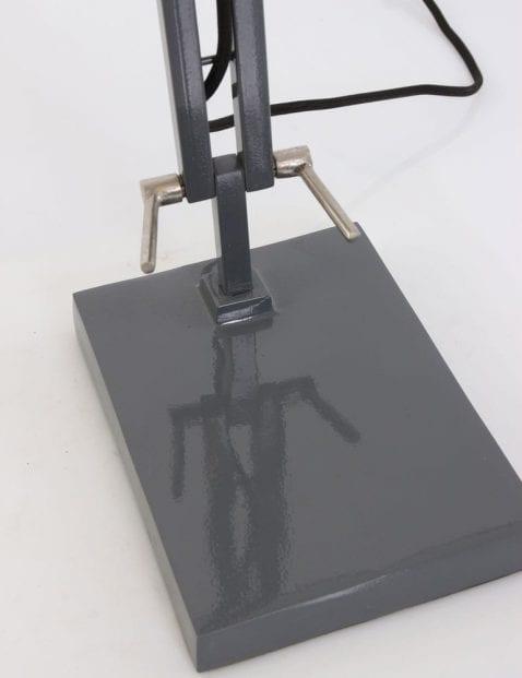 tafellamp-grijs-industrieel-stoer