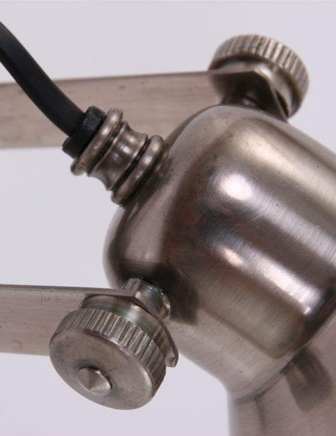 wandlamp-staal-stoer