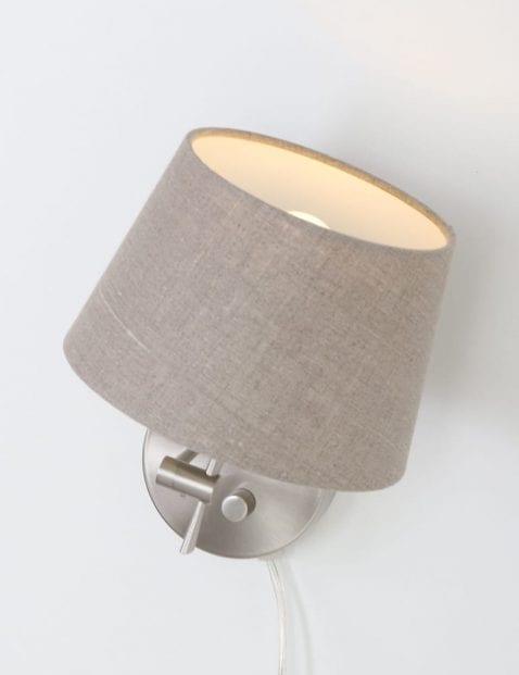 wandlampje-met-beige-lampenkap