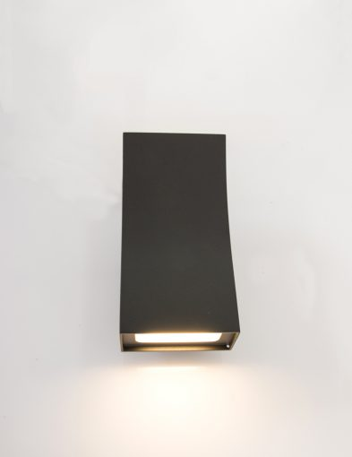 wandlampje-zwart-warm-licht