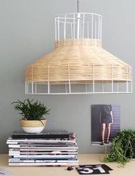 witte-hanglamp-met-riet