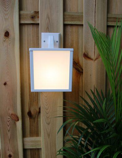 witte-lantaarnlamp-buiten-modern_1
