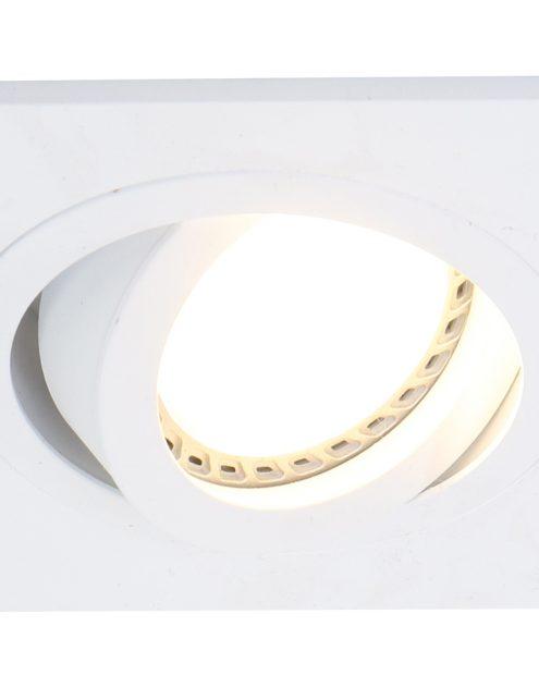 witte-plafondlamp-praktisch