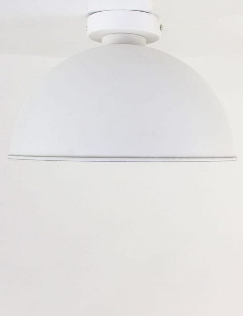 witte-plafondlamp-zilveren-binnenkant