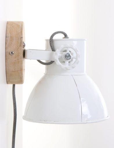 witte-scandinavische-wandlamp-met-hout