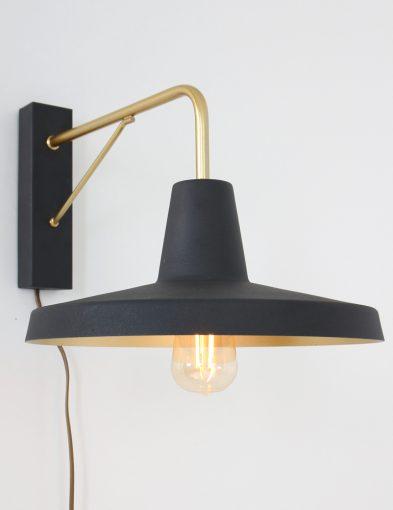 zwart-met-gouden-wandlamp-modern_1