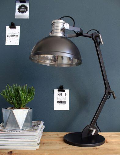 zwarte-industriele-tafellamp-hip