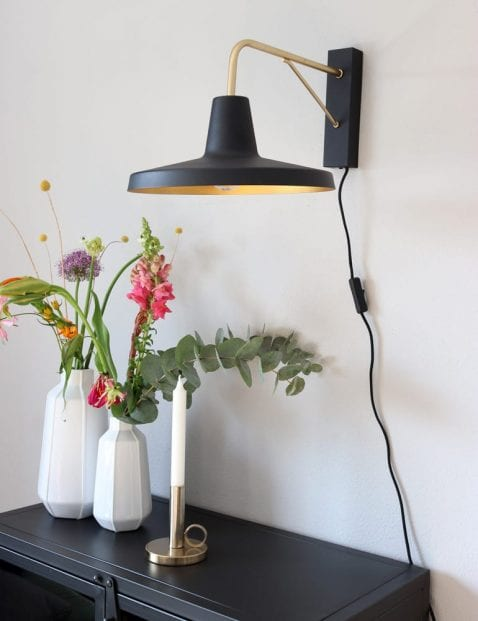 zwarte-moderne-wandlamp