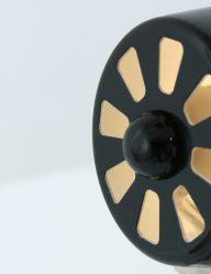 zwarte-tafellamp-met-stalen-details-leitmotiv