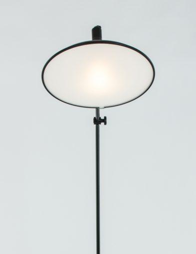 zwarte-vloerlamp-glizz-la-forma