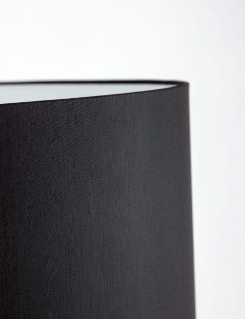 zwarte-vloerlamp-met-stalen-poten