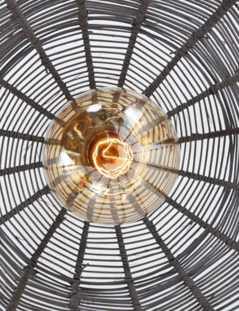 grijze_hanglamp_van_rotan_1