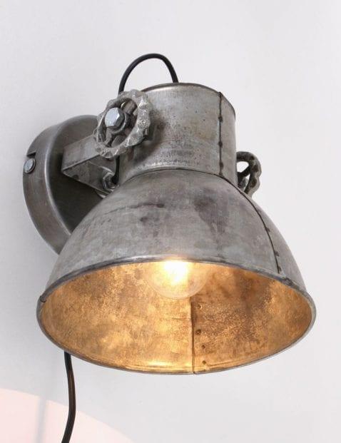 staal-wandlampje