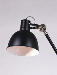 Stoere vloerlamp zwartkleurig