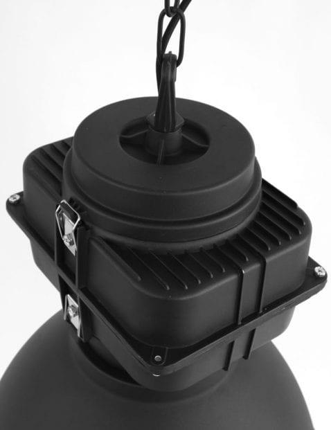 Industrielamp-zwart-met-opzetblok