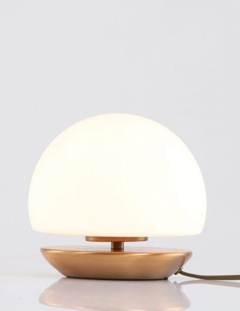 Klassiek-bronzen-lampje-bed