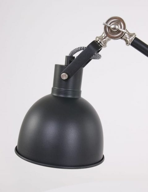 Stoere-zwarte-tafellamp