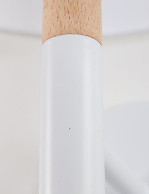 Wit-wandlampje-Moskov-la-forma-met-hout
