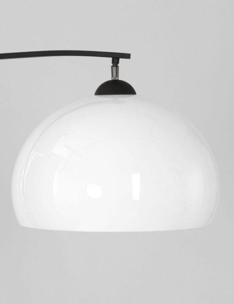 bootlamp met witte glazen kap