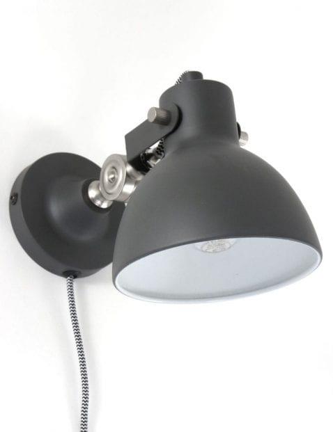metalen grijze wandlamp