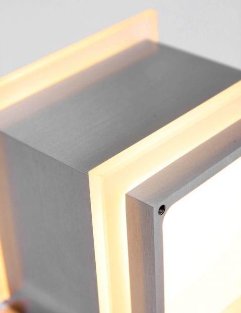 moderne stalen wandlampje