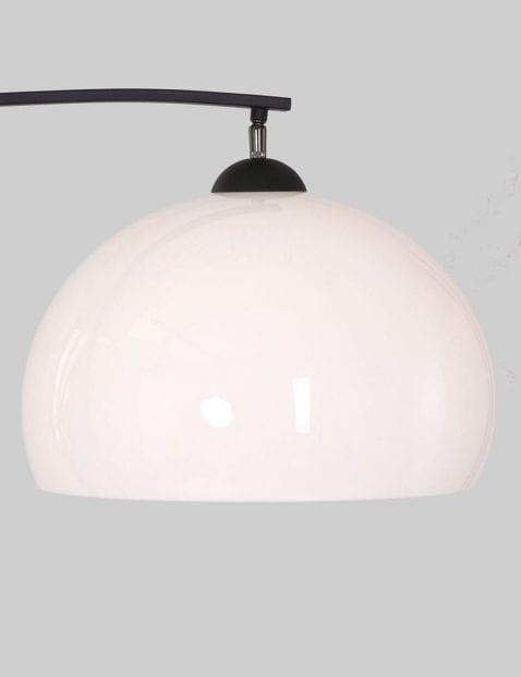 moderne vloerlamp met glazen kap