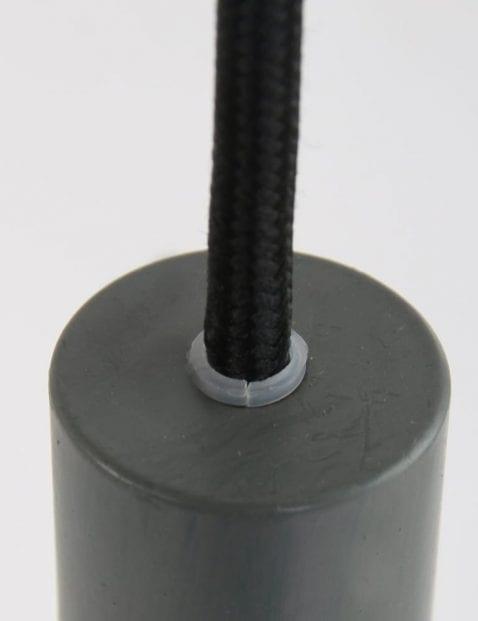 Grijs-armatuur-drie-hanglampen