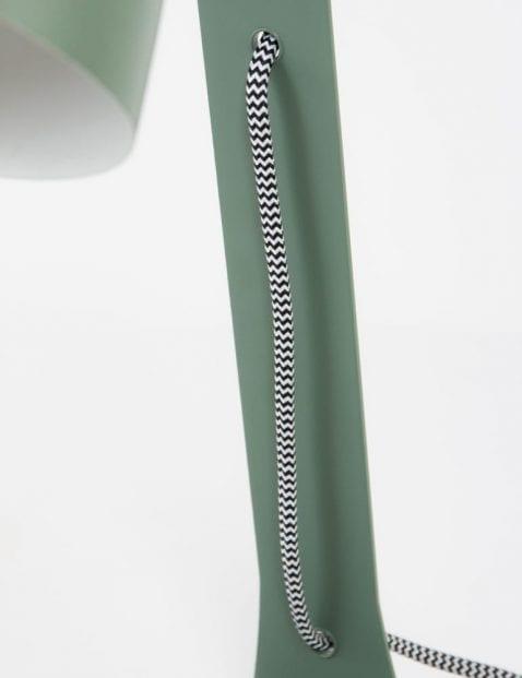 Opvallende-tafellamp-met-rond-kapje