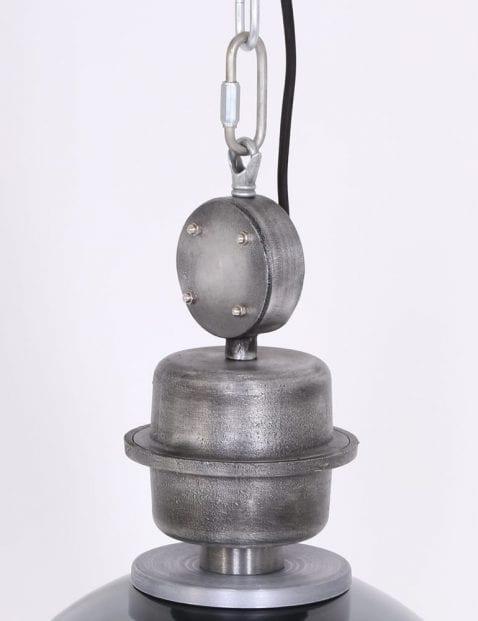 Robuust-opzetstuk-industrieel-stoer-staal