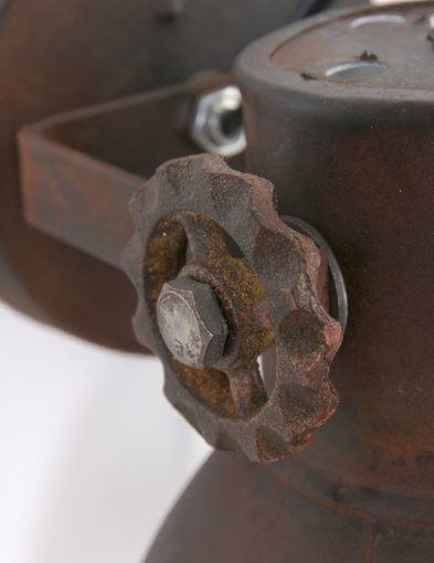 Vintage-muurlamp-stoer-bruin-verroest