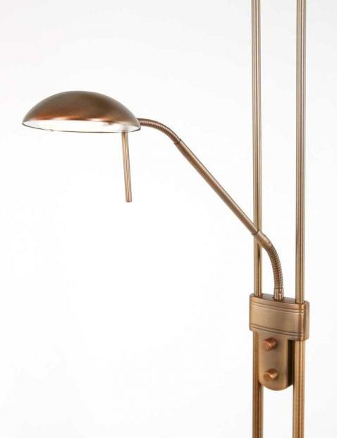 leeslamp aan bronzen vloerlamp