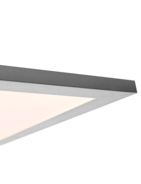 stalen plafondlamp met glazen kap