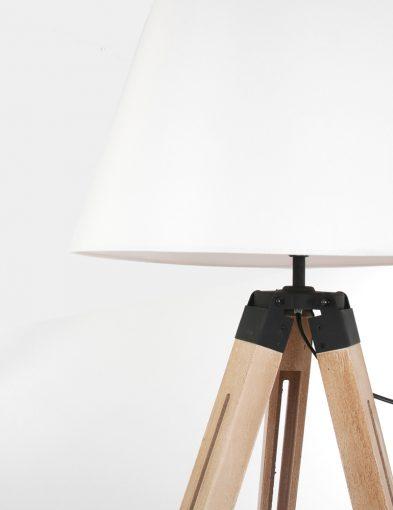 Witte kap met houten armatuur