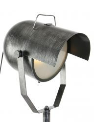Stalen vloerlamp met opvallende kap