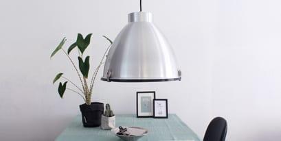 Stalen-hanglamp-eettafel