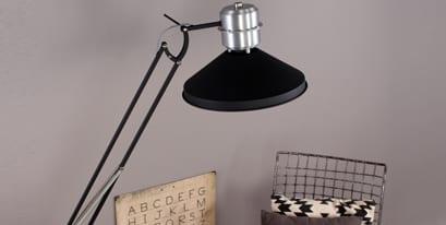 Zwarte-vloerlamp-industrieel