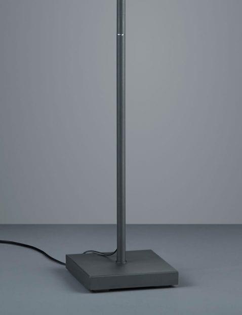 zwarte-drielichts-vloerlamp-kantelbaar-3