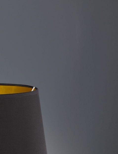 Ananas-voet-met-zwarte-kap-3