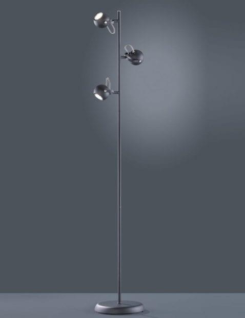 Drielichts-vloerlamp-met-kantelbare-kapjes-1