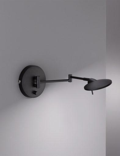 Matzwarte-kantelbare-wandlamp-1