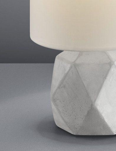 Tafellamp-betonnen-voet-en-witte-kap-4