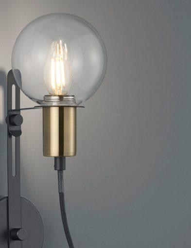 Unieke-wandlamp-met-bol-1