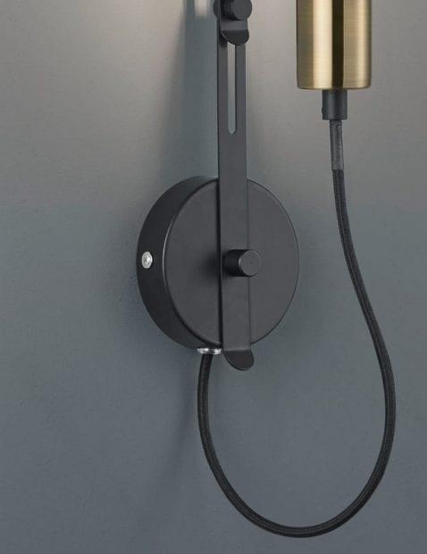 Unieke-wandlamp-met-bol-4