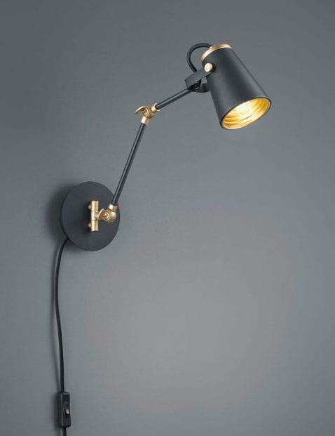 Verstelbare-wandlamp-met-gouden-binnenzijde-1