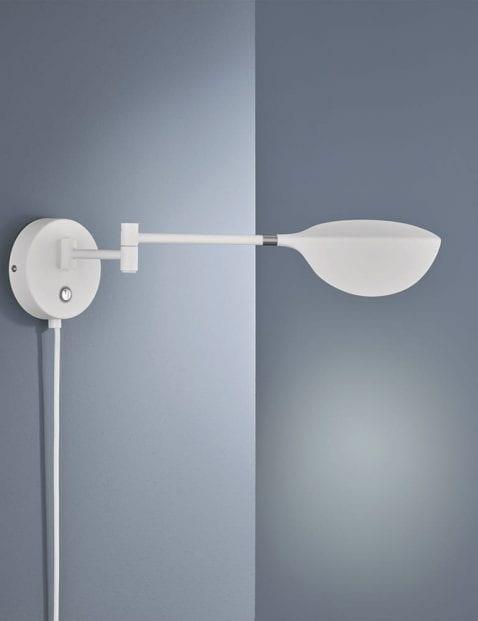 Witte-kantelbare-wandlamp-1