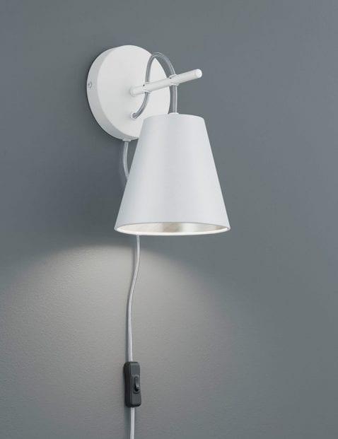 Witte-wandlamp-met-zilveren-binnenzijde-1