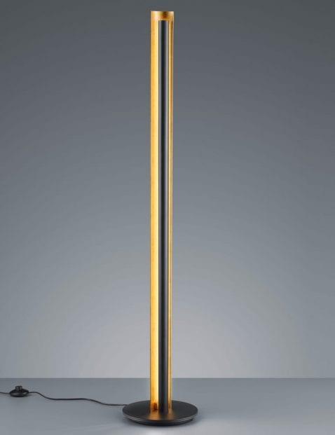Zwarte-vloerlamp-met-gouden-binnenzijde-1