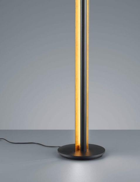 Zwarte-vloerlamp-met-gouden-binnenzijde-3