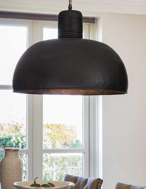 Bijzondere-zwarte-hanglamp-1