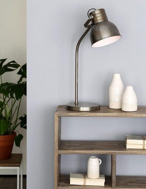Geborsteld stalen tafellampje